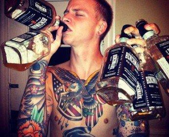 пьющий парень
