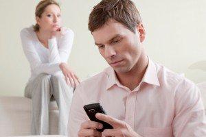 Как пережить предательство мужа: возненавидеть или забыть и простить?