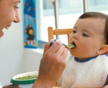 почему ребенок не ест с ложки