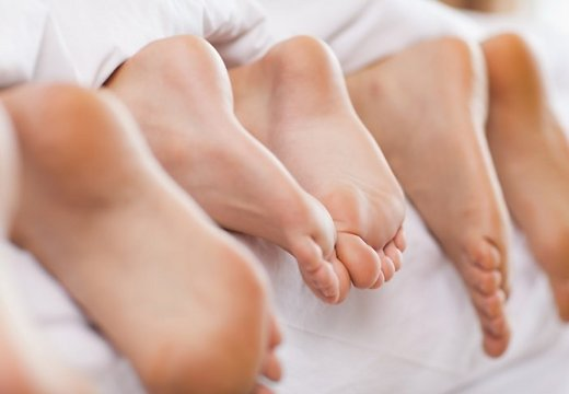 Тонкие длинные пальцы ног тощей голой девочки фото фото 181-603