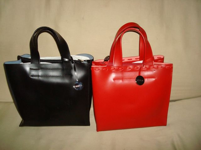 ...что означает набор молодых дизайнеров для разработки новых коллекций и выпуска интересных моделей сумок Furla.