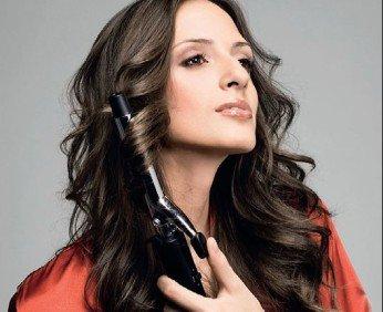 Причёска с помощью плойки и модных аксессуаров