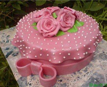 Для торта украшаем торт мастикой