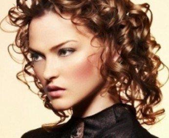 medium_curly_hairstyle_idea_thumb