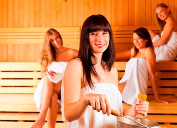 Парни с подружками в бане